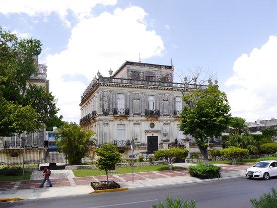 Paseo de Montejo : Twin houses on the Paseo Montejo