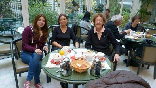 Hotel La Perle: Salón del desayuno