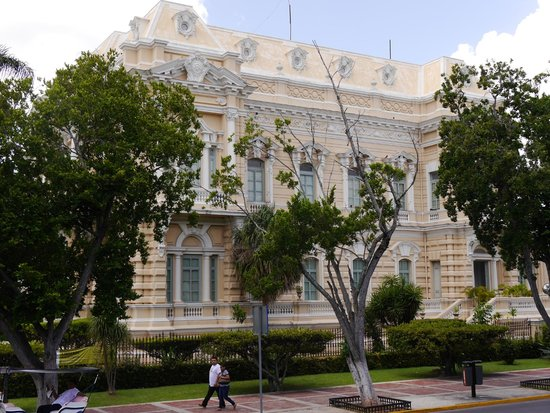 Paseo de Montejo : Another great home of the time