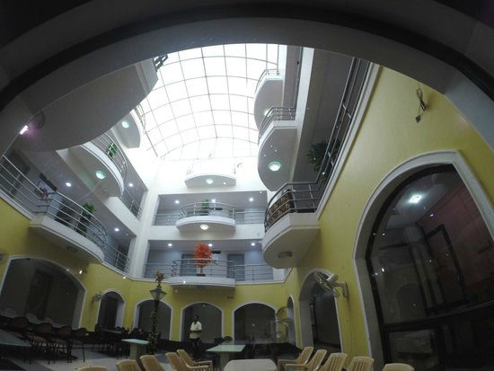 Hotel Pearl: patio central