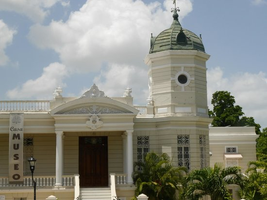 Paseo de Montejo : beautiful building on the Paseo