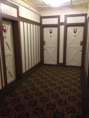 Many Glacier Hotel : Swiss Chalet theme