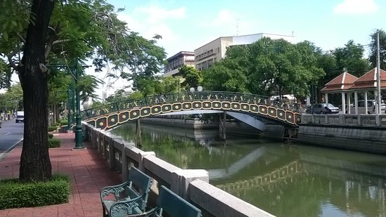 Royal Princess Larn Luang : the canal in BKK, only a 10-min walk from the hotel