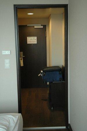 NH Muenchen Deutscher Kaiser : Room Entrance