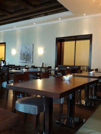 Pullman ZamZam Makkah : Кафе в вестибюле. Хорошее местечко. Мы заказали чай, торт. Можно отдуши посидеть и составить пла