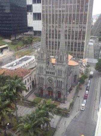 Hotel ibis budget Rio de Janeiro Centro : Igreja em frente ao hotel.