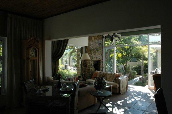 Guesthouse Terra Africa: Aufenthaltsbereich/Frühstücksraum