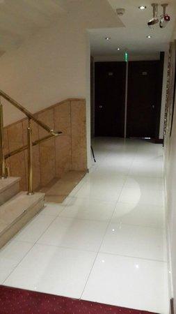 Kecik: Outside of the room, corridore