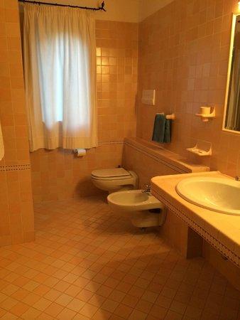 Salle de bain picture of selis hotel porto cervo for Salle de bain hotel