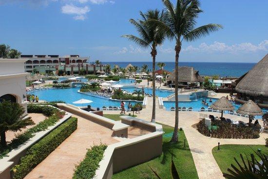 Hard Rock Hotel Riviera Maya: Pool area