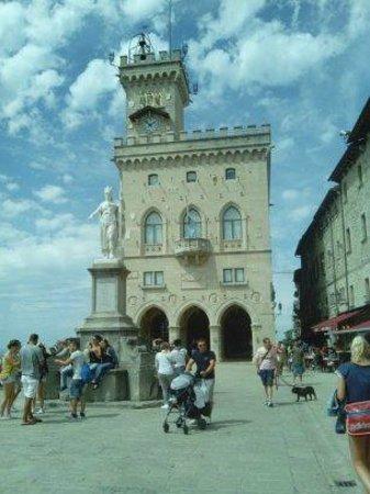 Mount Titan : Piazza Principale