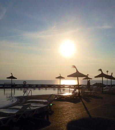 HYB Sea Club: Sunset