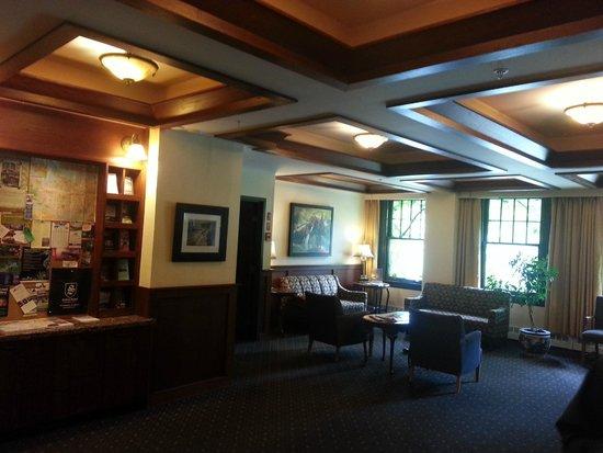 Sylvia Hotel: Hotel lobby/seating area