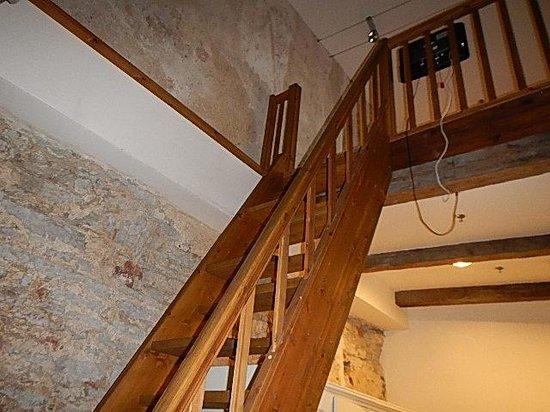 Meriton Old Town Garden Hotel: Ladder to loft
