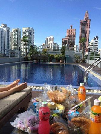 D Varee Diva Bally Sukhumvit: zwembad op dak, dus mooi uitzicht