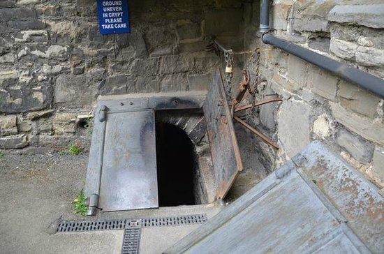 St. Michan's Church: Entrance to crypt n°1