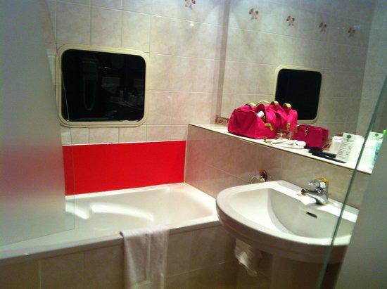 Salle de bain - Picture of Plaza Site du Futuroscope Hotel ...