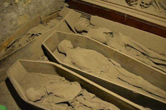 St. Michan's Church: The mummies in the first crypt