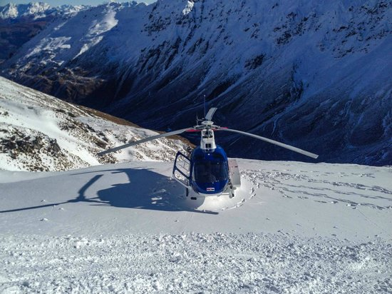 Harris Mountains Heli-Ski : Helicopter at the lunch location.