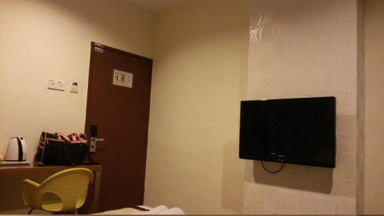 Rest Inn Hotel: Hotel Room~~