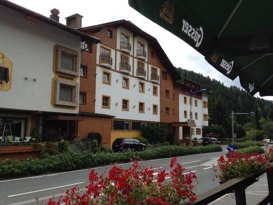 La Pizzeria Di Salvatore: Foto Hotel  von der Aussenterasse der Pizzeria