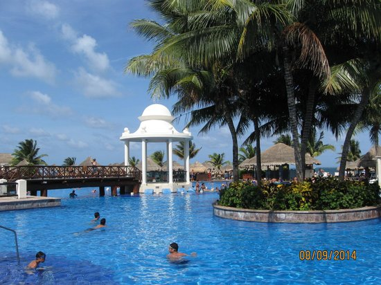 Now Sapphire Riviera Cancun : main pool