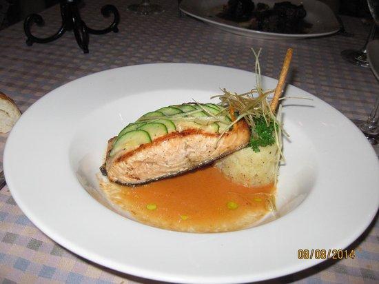 Now Sapphire Riviera Cancun : Salmon at Cibu