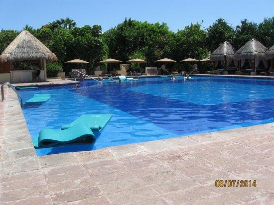 Now Sapphire Riviera Cancun : preferred pool