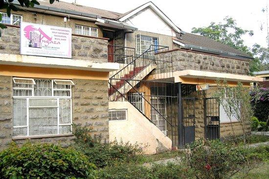 Angaza Guest House: angaza frontage