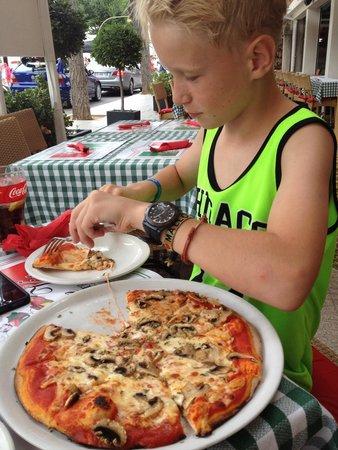 PIZZERIA DON VITO: Pizza med champignon