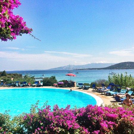 Park Hotel Cala di Lepre & Spa: la piscina che si affaccia sulla baia
