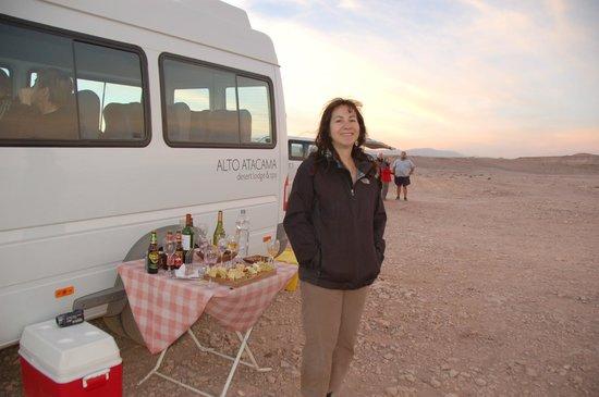 Alto Atacama Desert Lodge & Spa: Tour Valle de la Luna - muy rico aperitivo en el lugar
