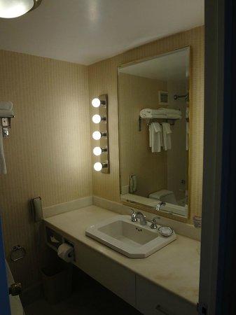 Park Lane Hotel: Banheiro do quarto