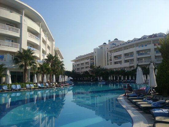 Alba Queen Hotel: view from around the pool