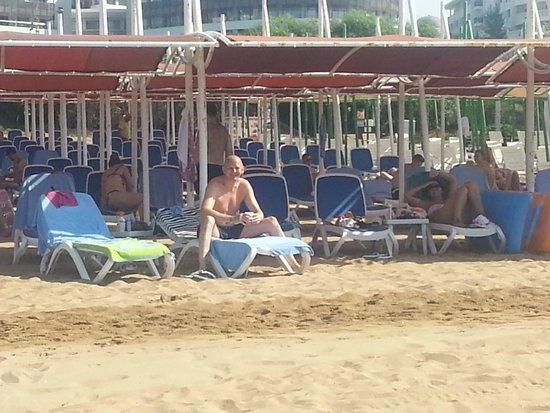 Alba Queen Hotel: lovely beach area