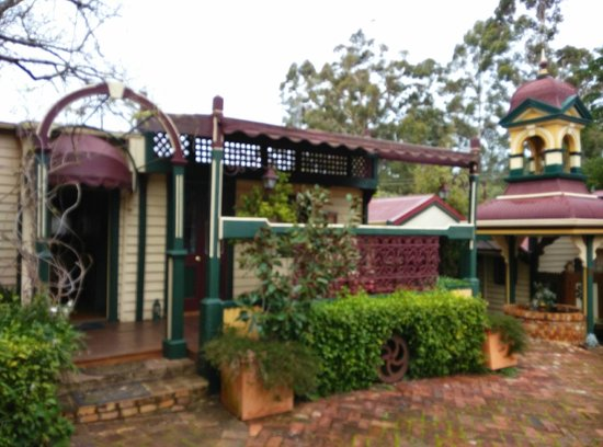 Bridgefield Guest House: The Cabin