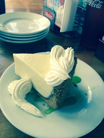 Wahoo's Bar and Grill: Key lime pie !