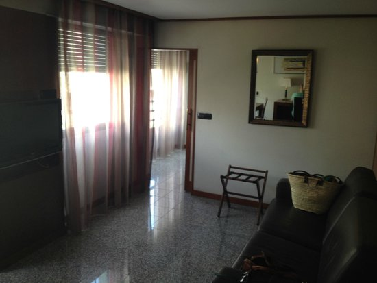 Goldstar Resort & Suites : гостевая зона