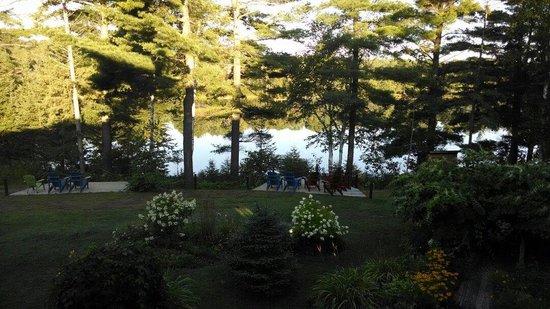 Spring Lake Resort Motel and Restaurant: Perfect morning.
