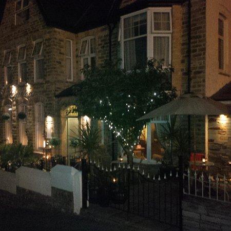 Hotel Carlton: The Carlton at night
