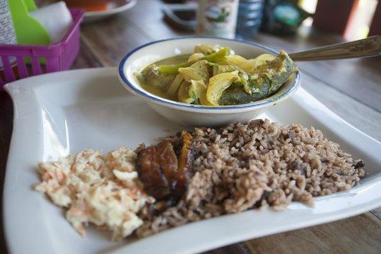 Omar's : Kingfish curry