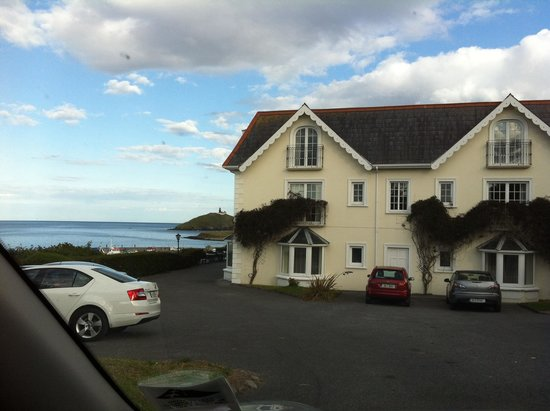 Bayview Hotel : Side of hotel overlooking car park and sea