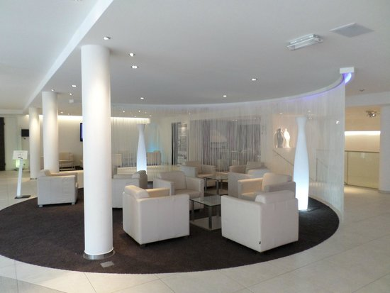 Hall d 39 entr e hotel fotograf a de alvisse parc hotel for Designhotel luxemburg