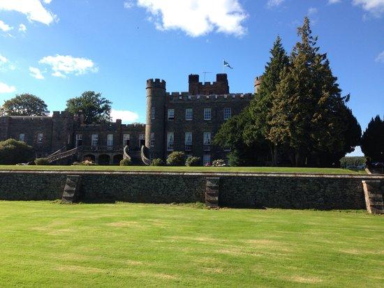 Stobo Castle: Beautiful grounds