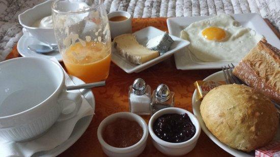 Hotel De L'Amphitheatre: Petit déjeuner salé
