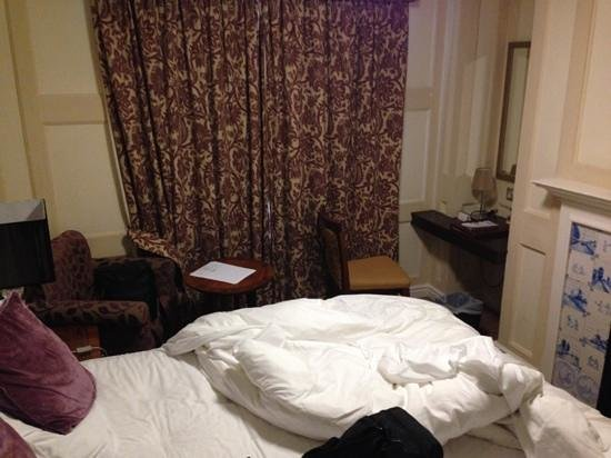 Richmond Gate Hotel: Standard room 31. Tiny. Too much crammed in.