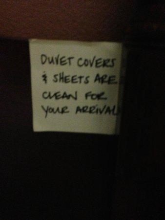 Hampton Inn Bedford: Post It Note on the BedFrame
