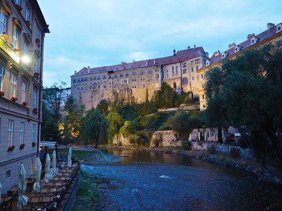 Historic Center of Cesky Krumlov : Riverside at night