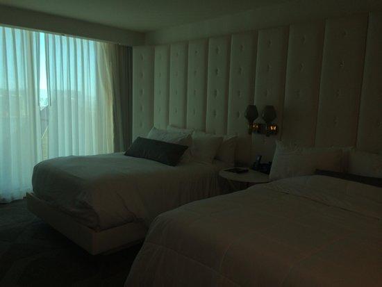 Delano queen suite picture of delano las vegas las - Delano las vegas two bedroom suite ...