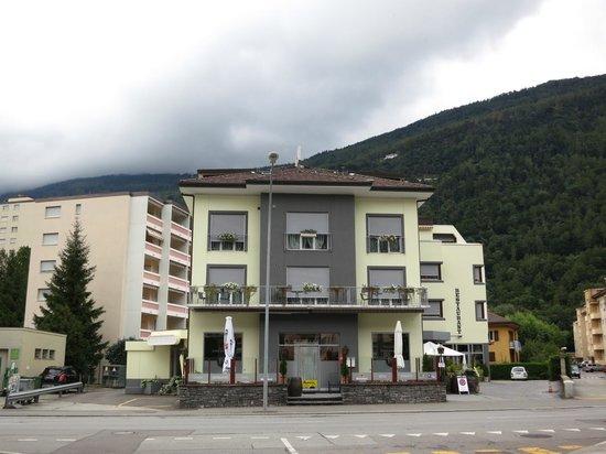 Hotel-Restaurant du Stand: Hotel du Stand - Front